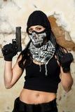 Menina bonita com arma e máscara Foto de Stock Royalty Free
