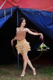 Menina bonita com a aro do hula no vestido do desenhista Fotografia de Stock Royalty Free