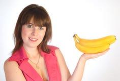 Menina bonita com bananas à disposicão Fotografia de Stock Royalty Free