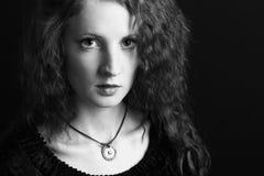 A menina bonita com cabelo curly Imagem de Stock