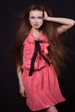 Menina bonita com cabelo de fluxo longo fotos de stock