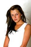 Menina bonita com cabelo longo escuro Imagens de Stock