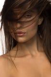 Menina bonita com cabelo longo Retrato do close up imagens de stock