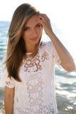 A menina bonita com cabelo louro veste o vestido elegante do laço Foto de Stock Royalty Free