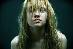 Menina bonita com cabelos molhados. Imagens de Stock