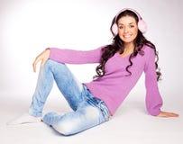 Menina bonita com capa protectora para as orelhas Imagens de Stock