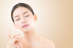 Menina bonita com composição, mulher e conceito dos cosméticos dos cuidados com a pele fotos de stock