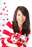 Menina bonita com esferas dos chrismas Imagem de Stock