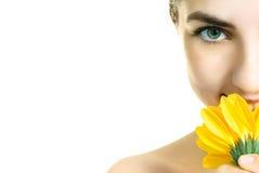 Menina bonita com flor imagem de stock royalty free