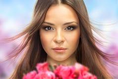 Menina bonita com flores. Fotos de Stock
