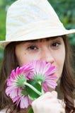 Menina bonita com flores coloridas Imagens de Stock