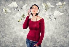 Menina com fones de ouvido Fotos de Stock