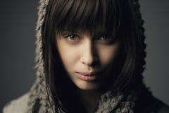 Menina bonita com lenço feito malha Fotos de Stock