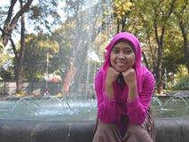Menina bonita com o véu no parque Imagens de Stock