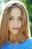 Menina bonita com olhos azuis imagens de stock