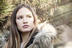 Menina bonita com olhos da avelã Fotos de Stock Royalty Free