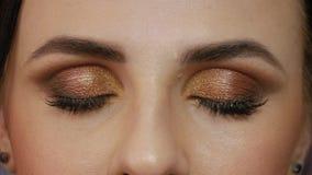 Menina bonita com olhos de Brown video estoque