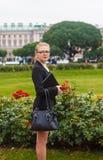 Menina bonita com portátil Fotografia de Stock Royalty Free