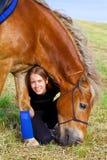 Menina bonita com seu cavalo Fotos de Stock