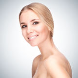 Menina bonita com sorriso bonito Fotos de Stock Royalty Free