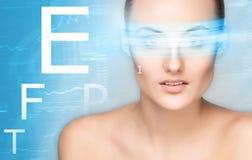 Menina bonita com um conceito da cirurgia do laser Imagem de Stock Royalty Free