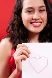 Menina bonita com um desenho do coração Foto de Stock Royalty Free