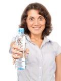 Menina bonita com um frasco da água fria Fotos de Stock