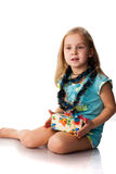 Menina bonita com um presente Imagem de Stock
