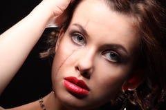 Menina bonita com uma cicatriz na cara e no ombro Fotos de Stock