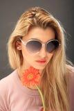Menina bonita com uma flor imagens de stock royalty free