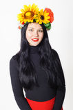Menina bonita com uma grinalda em sua cabeça Foto de Stock Royalty Free