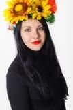 Menina bonita com uma grinalda em sua cabeça Imagens de Stock Royalty Free