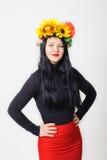 Menina bonita com uma grinalda em sua cabeça Fotos de Stock Royalty Free
