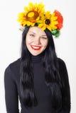 Menina bonita com uma grinalda em sua cabeça Foto de Stock