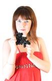 Menina bonita com uvas pretas à disposicão Imagem de Stock