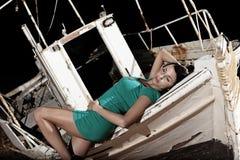 Menina bonita com vestido verde Foto de Stock Royalty Free