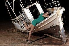 Menina bonita com vestido verde Fotos de Stock Royalty Free