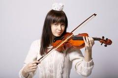 Menina bonita com violino Fotos de Stock