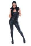 Menina bonita da forma no terno de couro preto Fotos de Stock Royalty Free