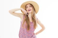 Menina bonita de sorriso do verão no retrato do estúdio imagens de stock