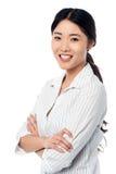 Menina bonita de sorriso segura que levanta docemente Fotografia de Stock Royalty Free