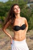 Menina bonita do brunette do verão Imagem de Stock