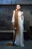 Menina bonita do conto de fadas com cabelo muito longo Foto de Stock Royalty Free