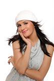 Menina bonita do inverno em um sorriso do chapéu Fotografia de Stock Royalty Free