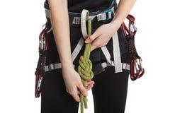 A menina bonita do montanhista de rocha faz o nó da segurança antes da escalada Isolado no branco Fotografia de Stock