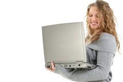 Menina bonita dos anos de idade dezesseis com portátil imagens de stock