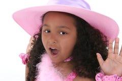 Menina bonita dos anos de idade seis no chapéu cor-de-rosa Fotos de Stock