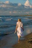 Menina bonita e o mar Imagens de Stock Royalty Free