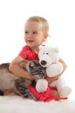 Menina bonita e um gato e um brinquedo 4 foto de stock
