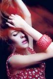 Menina bonita em dress_4 vermelho Fotografia de Stock Royalty Free